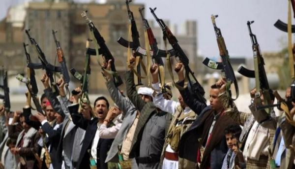 عمران.. الحوثيون يختطفون شيخا قبليا بعد مداهمة منزله ويصيبونه بطلق ناري