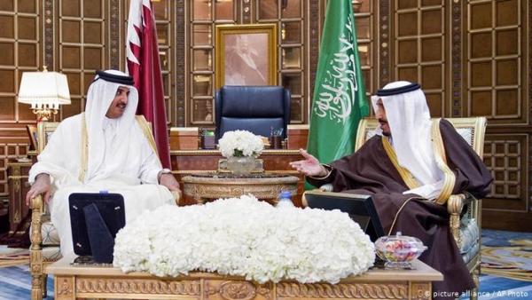 العاهل السعودي يراسل أمير قطر حول المستجدات الإقليمية والدولية