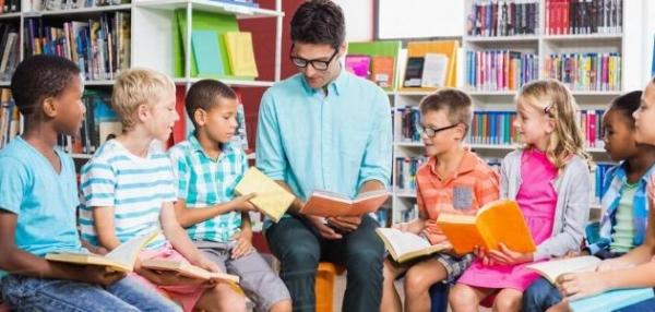 أدب الطفل العربي يدخل في منافسة شديدة مع نظيره الأجنبي كما يواجه تحديات اللغة والأسلوب المناسب والقيم والأفكار النبيلة والمزاوجة بين التسلية والمعنى - أدب الطفل العربي وتحديات المتعة والمنافسة والجودة