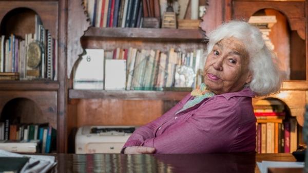 وفاة الطبيبة والكاتبة المصرية نوال السعداوي