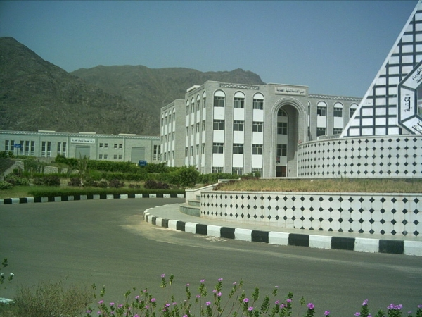The University of Taiz approves the suspension of studies, starting today, Saturday, as a precaution against Corona