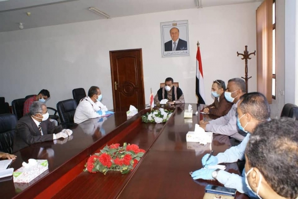 Taiz authorities approve the establishment of two emergency teams to remove garbage and treat sewage overflow