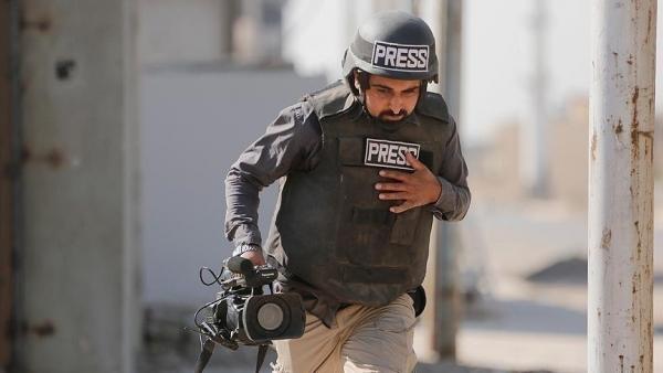 إسرائيل تصيب 5 صحفيين فلسطينيين وتعتقل 3 بالضفة