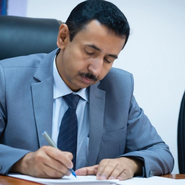 Bin Adiou directs to give incentives to 5,926 teachers in Shabwa, as well as mentors and school administrations