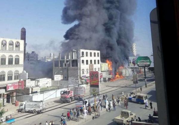 صنعاء.. حريق يلتهم مركزا تجاريا بحي شميلة