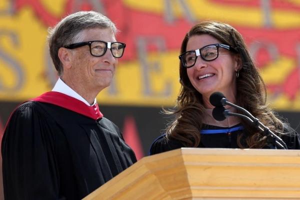 إدارة مايكروسوفت تحقق في مزاعم علاقة جنسية بين غيتس وموظفات بالشركة
