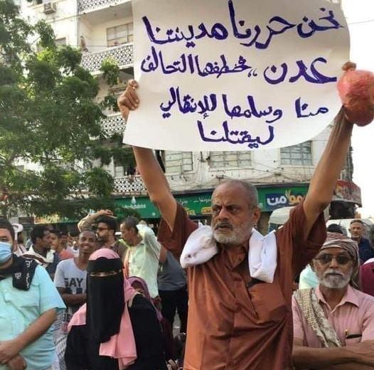 صورة من عدن.. تُلخص المشهد وتكشف الرفض الشعبي للانتقالي والتحالف