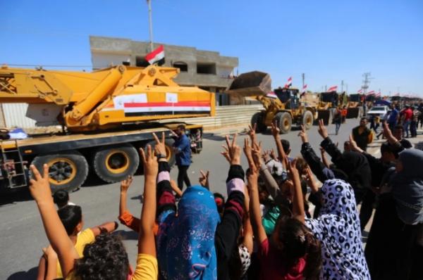 رئيس وزراء إسرائيل المحتمل يهدد بحرب على غزة وآليات مصرية للمساعدة في رفع الأنقاض