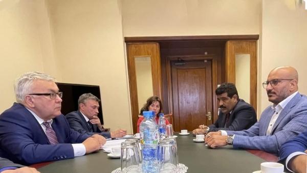 عقب الحديث عن مشروع جديد بدعم إماراتي.. طارق صالح يلتقي بمسؤولين روس بموسكو