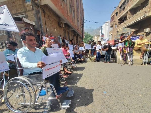 تعز.. احتجاجات لجرحى الحرب للمطالبة بمستحقاتهم وعلاجهم