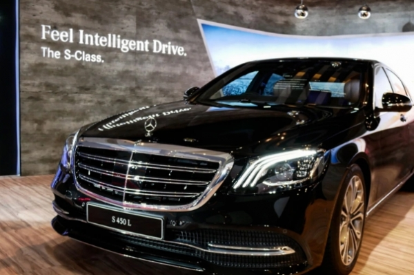 تطورها مرسيدس ولاند روفر وبي إم دبليو.. أنظمة القيادة المساعدة تتسابق لإبعاد يد السائق عن المقود