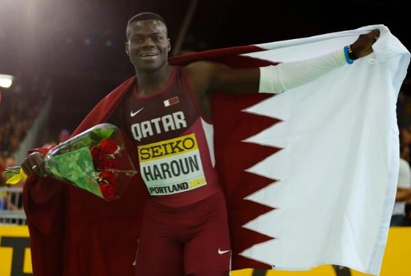 """""""وداعا صاحب الابتسامة الجميلة"""".. حزن في قطر إثر وفاة العداء عبدالإله هارون"""