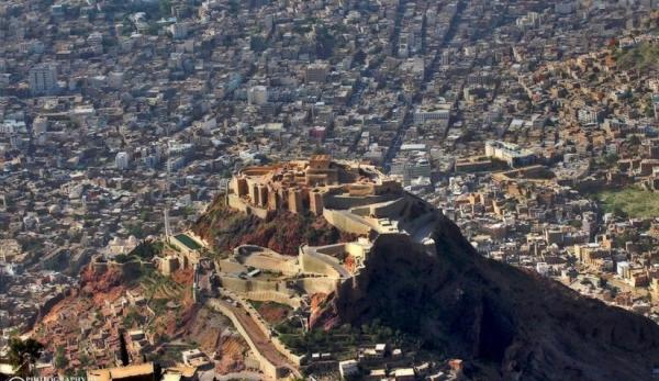 مقتل محام وإصابة ضابط أمن برصاص مجهولين في تعز