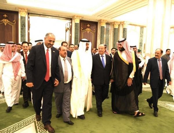 """قالا إن صبر المملكة له حدود.. - كاتبان سعوديان: تعطيل أبو ظبي اتفاق الرياض يضع علاقات البلدين """"تحت الاختبار"""""""
