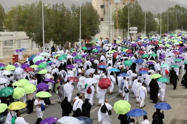 وسط إجراءات مشددة بسبب كورونا.. ضيوف الرحمن يقفون على صعيد عرفات
