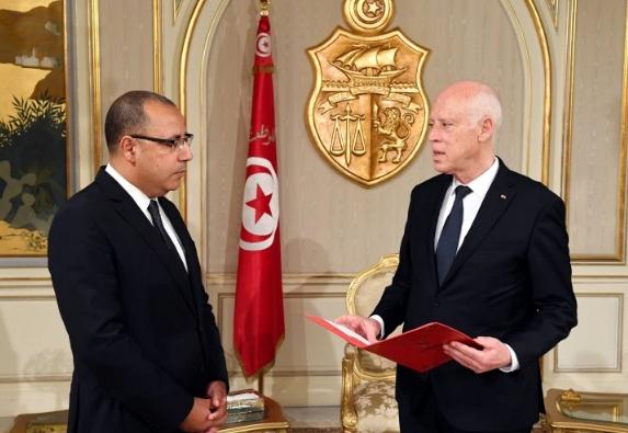 ميدل إيست آي: رئيس حكومة تونس تعرض لاعتداء جسدي في قصر قرطاج قبل إقالته