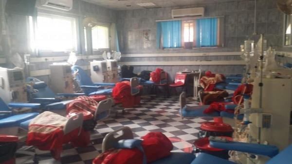 توقف مركز غسيل الكلى وأقسام العمليات بمستشفى الثورة بتعز جراء نفاد الوقود
