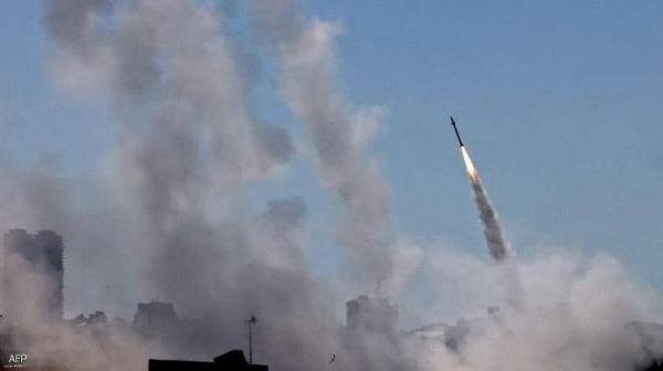 سقوط صواريخ قرب مستوطنة إسرائيلية وقوات الأخيرة ترد ..