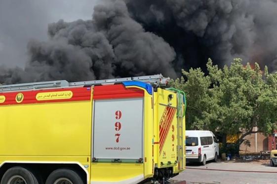 اندلاع حريق بمصنع للبلاستيك بمنطقة جبل علي في دبي