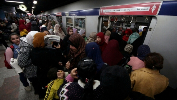 مصر.. 6 أشياء يحظر على الركاب فعلها خلال ركوبهم القطارات