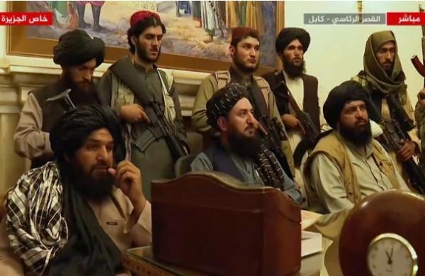 البنتاغون ينصح بايدن بتمديد عمليات الإجلاء من أفغانستان وطالبان تسعى لمجلس حكم يضم 12 شخصية