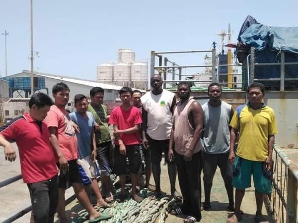 سلطات حضرموت تفرج عن قبطان إسباني بعد عام من توقيفه وتحتجز سفينته