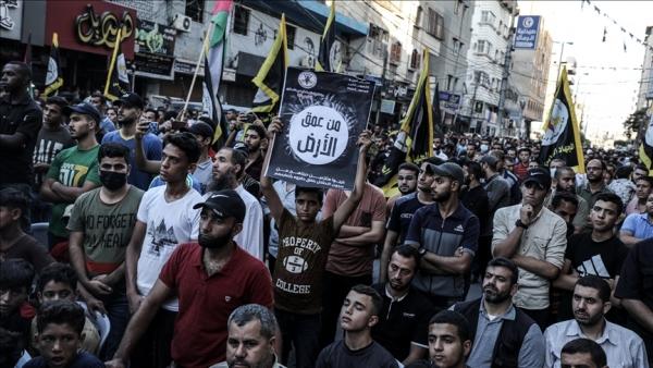 مسيرة في غزة ابتهاجا بهروب 6 أسرى من سجن إسرائيلي