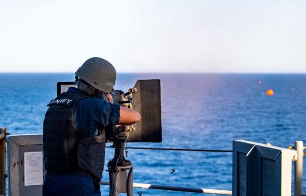 حرب القوارب المفخخة في البحر الأحمر.. كيفية مواجهة التكتيكات البحرية الحوثية؟ (ترجمة خاصة)