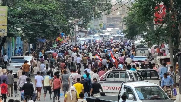 استمرار التظاهرات في تعز وإضراب للتجار تنديدا بالانهيار الاقتصادي