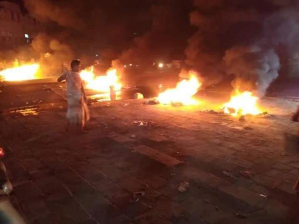 لامتصاص غضب المحتجين.. البحسني يؤكد حرصه على تحسين الخدمات المتردية بحضرموت
