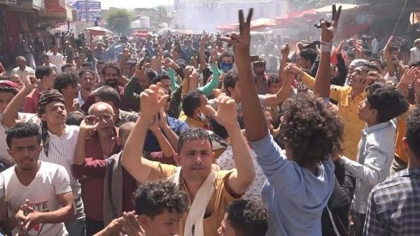 ثورة جياع.. تعز على صفيح ساخن وعصيان مدني يشل الحركة (تقرير)