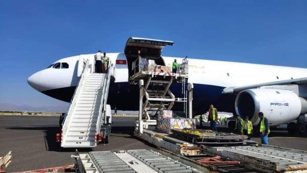 الصليب الأحمر تعلن وصول طائرة على متنها 26 طن من المساعدات الإنسانية إلى صنعاء