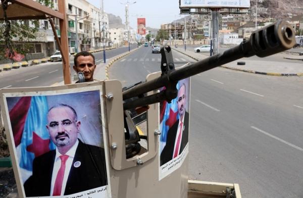 """""""الأورومتوسطي"""": مليشيا الإنتقالي تحرق منازل مواطنين في عدن بعد تهجيرهم قسرياً"""