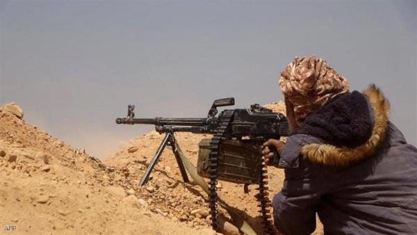 """مواجهات بين القوات الحكومية والحوثيين في جبهة """"الأقروض"""" جنوبي تعز"""