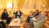 محللون: القبول بحوار الحوثيين إلغاء لشرعية هادي