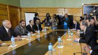 الكشف عن فريق تفاوض الحكومة اليمنية المتوجه إلى جنيف (الاسماء)