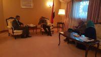 في اول ظهور رسمي: اللواء الاحمر يلتقي السفير  البريطاني في الرياض