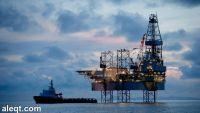 أسعار النفط تهبط من جديد مع استمرار تخمة المعروض