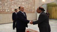 الرئيس هادي يوكل إدارة الملف العسكري والأمني للفريق الأحمر