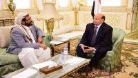 رئيس الجمهورية يلتقي محافظ مأرب سلطان العرادة بالعاصمة السعودية