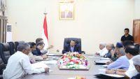 رئيس الوزراء يدعو من أبين إلى عدم الانسياق وراء الدعوات الانفصالية التي تخدم الانقلابيين