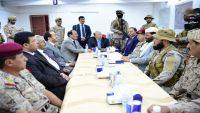 الرئيس هادي يلتقي قيادات المنطقة العسكرية الثالثة بمأرب ويحثهم على رفع الجاهزية