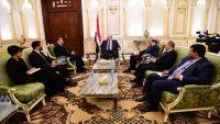 الرئيس هادي يلتقي المبعوث الأممي بحضور نائبه ووزير الخارجية