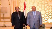 الرئيس ونائبه يعزيان القيادة السعودية في استشهاد طاقم الطائرة العمودية التي سقطت بمأرب