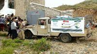 تعز : ائتلاف الإغاثة بتعز يوصل أول قافلة مساعدات إغاثية إلى قرية الصراري