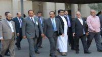 وفد الحكومة اليمنية يغادر الكويت بعد توقيعه مشروع الاتفاق الأممي