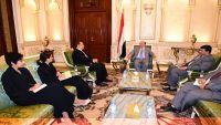 الرئيس هادي يلتقي المبعوث الأممي ويؤكد حرص الحكومة في التعاطي الإيجابي مع جهود السلام