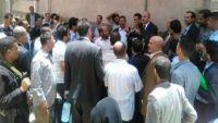 موظفون يدعون إلى إضراب شامل في صنعاء للمطالبة برواتب متأخرة وتحييد البنك المركزي