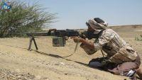 معارك عنيفة ومدفعية الجيش تستهدف تعزيزات للحوثيين في جبهة صرواح بمأرب