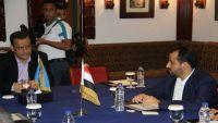 """ناطق الحوثيين يكشف عن طبيعة """"الهدنة"""" التي وافقوا عليها خلال لقاءهم مع المبعوث الأممي في مسقط"""